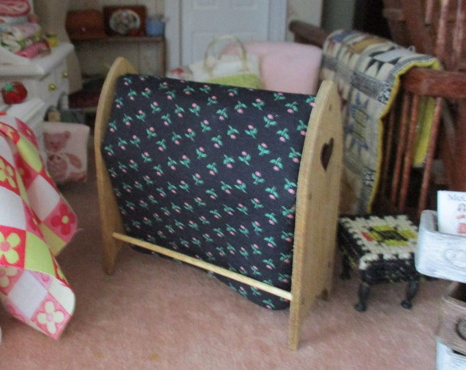 Miniature Quilt Rack, Mini Wood Hand Crafted Quilt Stand, Dollhouse Miniature, 1:12 Scale, Dollhouse Furniture, 1 Inch Scale