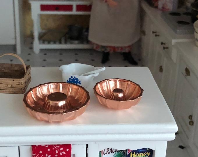 Miniature Bundt Pans, Set of 2, Dollhouse Miniature, 1:12 Scale, Dollhouse Kitchen Accessory, Miniature Baking, Decor, Crafts
