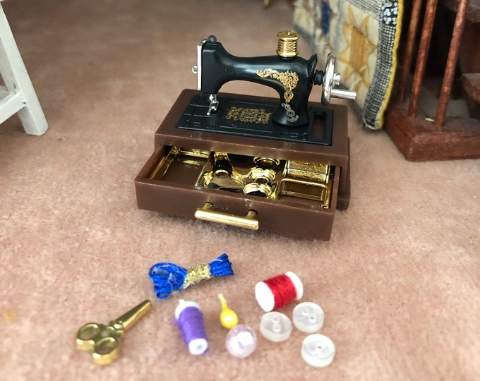 Miniature Sewing Machine with Accessories and Storage Drawer, Dollhouse Miniature, 1:12 Scale, Dollhouse Decor, Mini Sewing