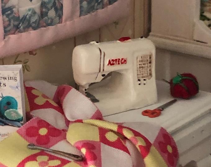 Miniature Sewing Machine, Dollhouse Miniature, 1:12 Scale, White Sewing Machine, Dollhouse Accessory, Decor, Crafts