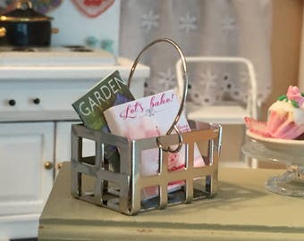 Miniature Metal Handle Basket, Mini Metal Crate, Dollhouse Miniature, 1:12 Scale, Dollhouse Accessory, Topper, Crafts