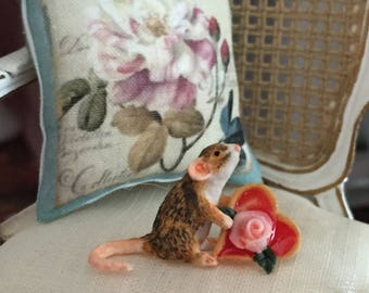 Miniature Mouse Figurine, Mouse With Heart Shaped Cookie, #33, Dollhouse Miniatures, 1:12 Scale, Dollhouse Decor, Topper, Crafts