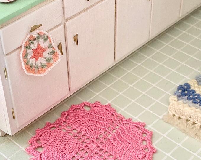 Miniature Heart Rug, Table Topper, Hand Crochet Cotton Mini Rug, Dollhouse Miniature, 1:12 Scale, Accessory, Decor
