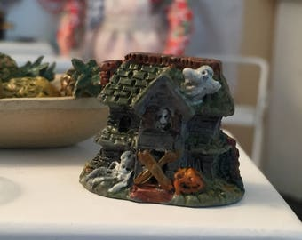 Miniature Halloween Figurine, Mini Haunted House, Dollhouse Miniature, 1:12 Scale, Dollhouse Accessory, Halloween Decor, Topper