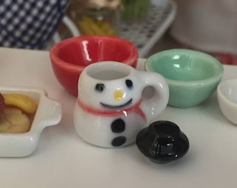 Miniature Snowman Mug, Cup With Removable Top, Dollhouse Miniature, 1:12 Scale, Mini Mug, Holiday Decor, Dollhouse Accessory, Crafts