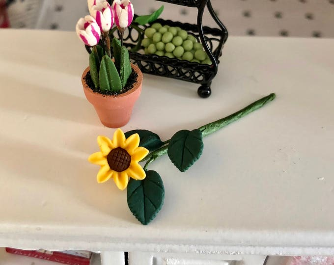 Miniature Sunflower, Single Sunflower With Leaves Stem, Dollhouse Miniature, 1:12 Scale, Home and Garden Decor, Mini Floral, Crafts