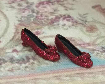 Miniature Ruby Slipper Shoes, Fake Ruby Mini Shoes, Dollhouse Miniature, 1:12 Scale, Mini Glittered Shoes, Accessory, Decor, Crafts, Topper