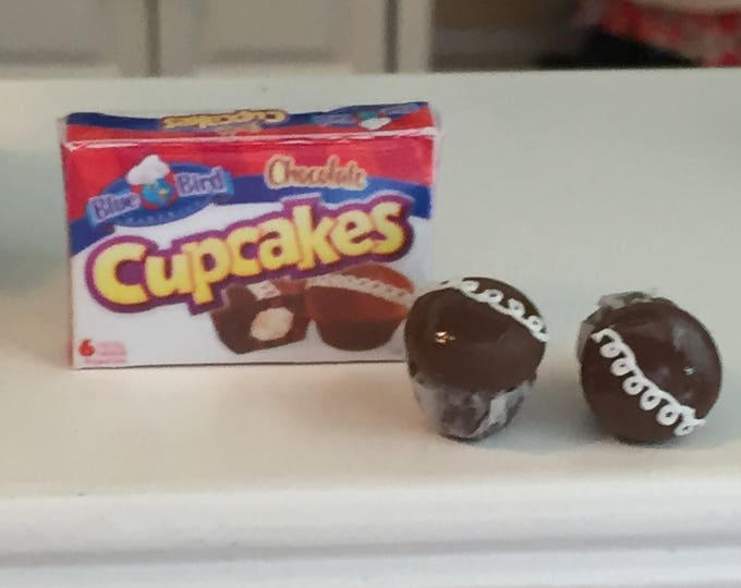Miniature Cupcake Set, 2 Chocolate Cupcakes and Box, Dollhouse Miniatures, 1:12 Scale, Mini Food, Dollhouse Food, Mini Cupcakes
