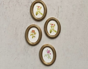 Miniature Pictures, Framed Oval Rose Pictures, Dollhouse Miniatures, 1:12 Scale, Set of 4 Pictures, Dollhouse Decor, Accessories