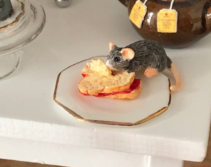 Miniature Mouse Figurine, Mouse With Sandwich #72, Dollhouse Miniatures, 1:12 Scale, Dollhouse Decor, Topper, Crafts