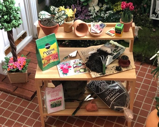Miniature Decorated Garden Table Workbench, Filled Garden Table, Mini Flower Pots, Garden Tools, Dollhouse Miniature, 1:12 Scale
