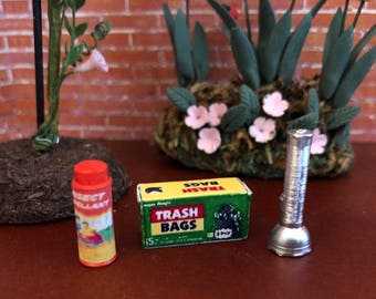 Miniature Outdoor Set, Bug Spray, Flash Light and Trash Bags, Dollhouse Miniatures, 1:12 Scale, Mini Trash Box, Bug Spray Can and Flashlight