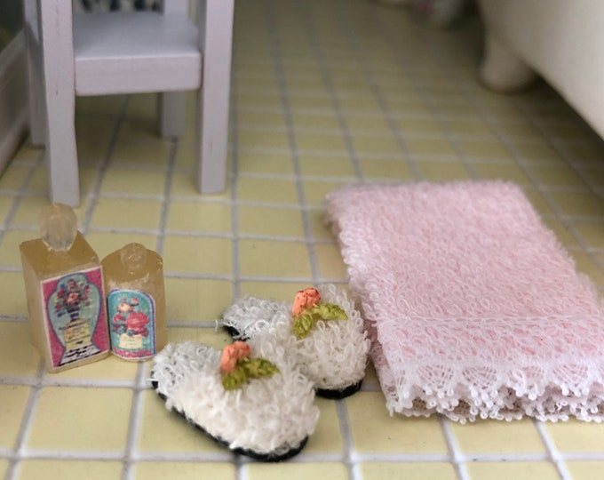Miniature Bathroom Set, Pink Towel, Slippers and Lotion Bottles, Dollhouse Miniatures, 1:12 Scale, Dollhouse Bathroom Accessories