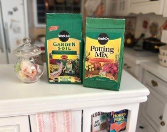 Miniature Gardening Set, Potting Mi and Garden Soil Bags, 2 Pieces, Dollhouse Miniatures, 1:12 Scale, Mini Garden Decor