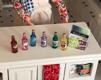 Miniature Wine Coolers, Mini Bottles and Carrier, Six Pack, Dollhouse Miniatures, 1:12 Scale, Dollhouse Accessory, Decor, Crafts, Topper