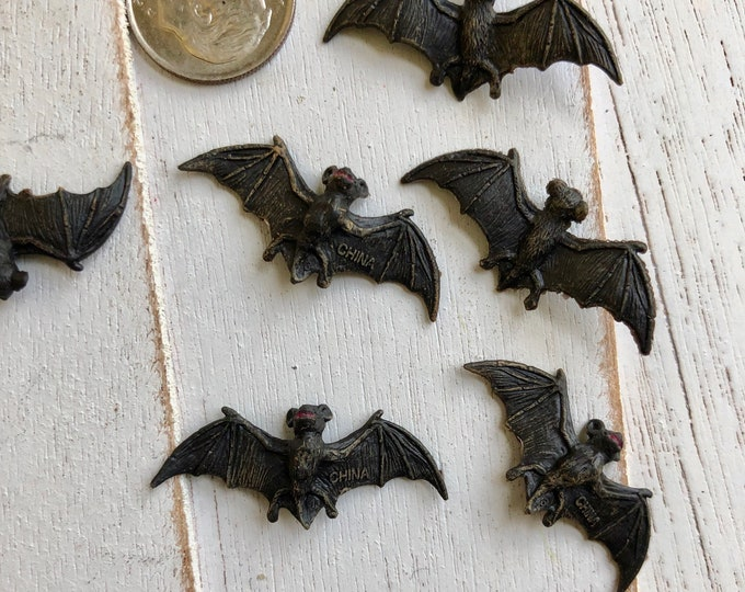 Miniature Bats, Set of 6 Mini Bat Figurines, Mini Plastic Black Bats, Great for Toppers, Crafts, Embellishments