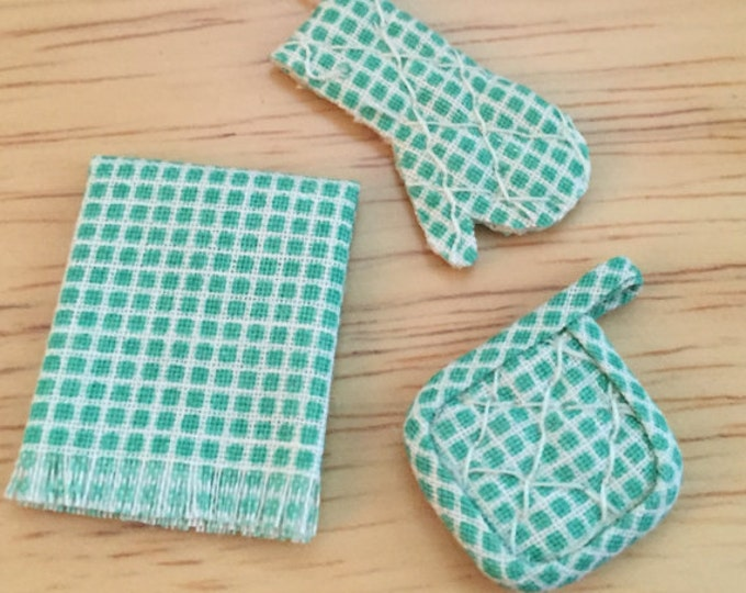 Miniature Pot Holder, Oven Mitt and Kitchen Towel Set, Green and White, Dollhouse Miniature, 1:12 Scale, Dollhouse Kitchen Accessory