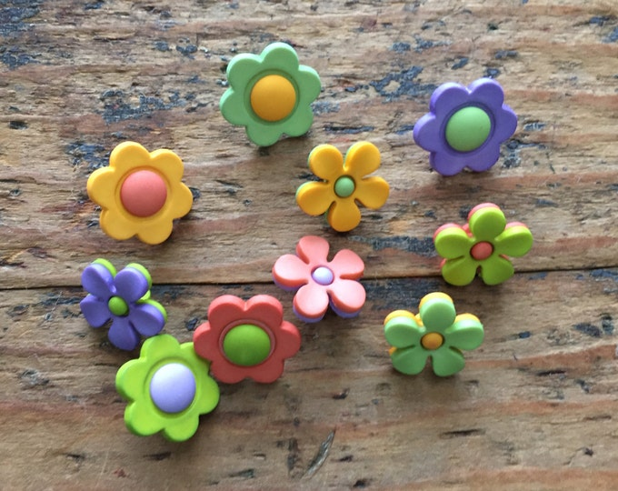 """Flower Buttons, Packaged Button Assortment by Buttons Galore, """"Backyard Blooms"""" Style 4223, Shank Back Buttons, Sewing, Crafting Buttons"""