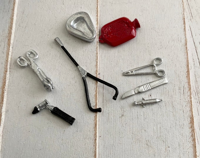 Miniature Medical Set, Mini Medical Tools Supplies, 8 Piece Set, Dollhouse Miniature, 1:12 Scale, Dollhouse Decor, Accessory