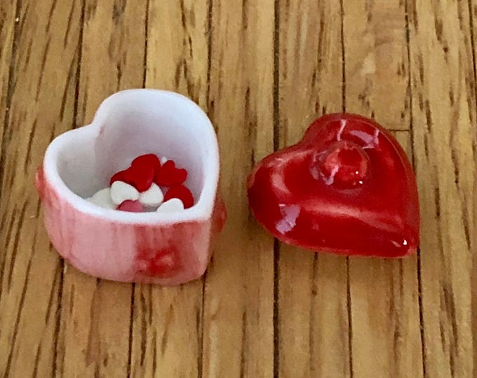 Miniature Heart Bowls With Heart Candy, Mini Heart Boxes with Candy, Set of 2, Dollhouse Miniature, 1:12 Scale, Valentine Decor