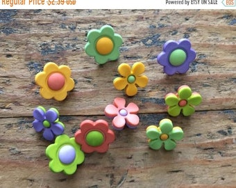 "SALE Flower Buttons, Packaged Button Assortment by Buttons Galore, ""Backyard Blooms"" Style 4223, Shank Back Buttons, Sewing, Crafting Button"