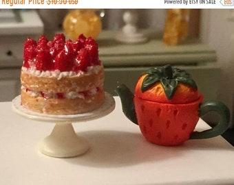 SALE Miniature Strawberry Shortcake on White Cake Stand, Style 4382, Dollhouse Miniature, 1:12 Scale, Miniature Food, Dollhouse Food Accesso