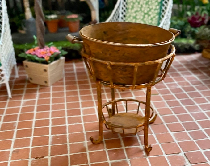Miniature Rusted Tub with Metal Stand, Dollhouse Miniature, 1:12 Scale, Dollhouse Decor, Accessory, Mini Stand and Tub