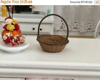 SALE Miniature Round Basket, Wicker Look Painted Metal Basket, #966, Dollhouse Miniature, 1:12 Scale, Dollhouse Accessory, Crafts, Embellish