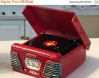 Dollhouse Miniature 1950s Style Turntable RED Aztec