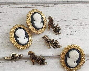 """SALE Cameo and Fancy Gold Shoe Buttons, Packaged Novelty Buttons, """"Royalty"""" by Buttons Galore Style #4405, Victorian Collection, Sewing, Cra"""