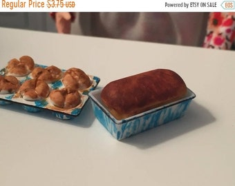 SALE Miniature Bread in Loaf Pan, Mini Baked Bread in Blue Flow Pan, Dollhouse Miniature, 1:12 Scale, Mini Dollhouse Food, Dollhouse Accesso