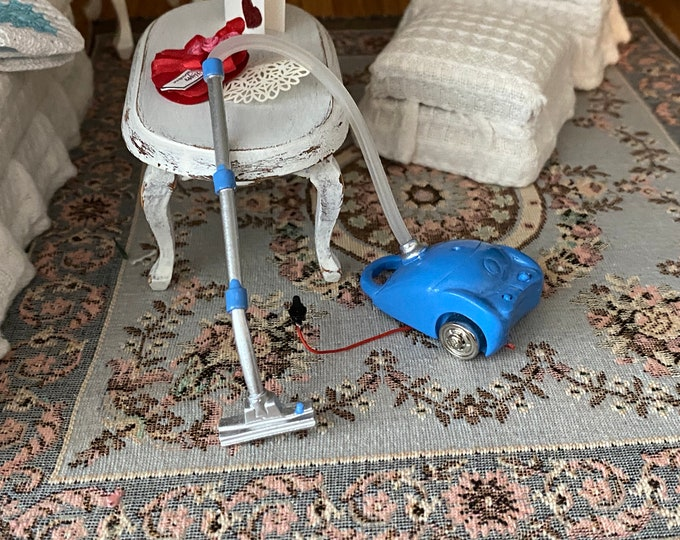Miniature Vacuum Cleaner, Mini Metal Vacuum, Dollhouse Miniature, 1:12 Scale, Dollhouse Decor, Accessory, Mini Cleaning