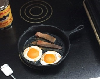 SALE Miniature Bacon and Eggs in Pan With Spatula, Dollhouse 1:12 Scale Miniature, Dollhouse Accessory, Dollhouse Kitchen, Miniature Food