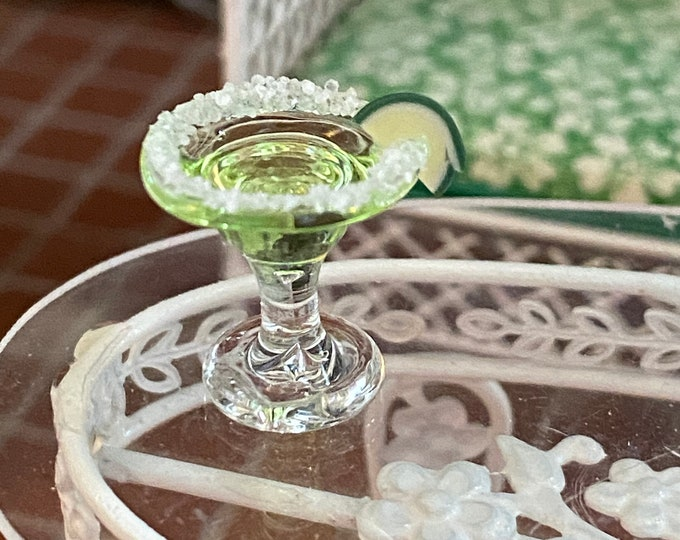 Miniature Margarita, Mini Drink Glass with Salt Rim and Lime Slice, Dollhouse Miniatures, 1:12 Scale, Dollhouse Drink, Dollhouse Decor