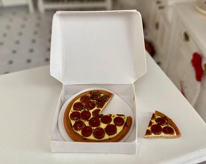 Miniature Pizza, Pizza With Box and Slice, Pepperoni Pizza, Dollhouse Miniature, 1:12 Scale, Dollhouse Food, Mini Food, Accessory