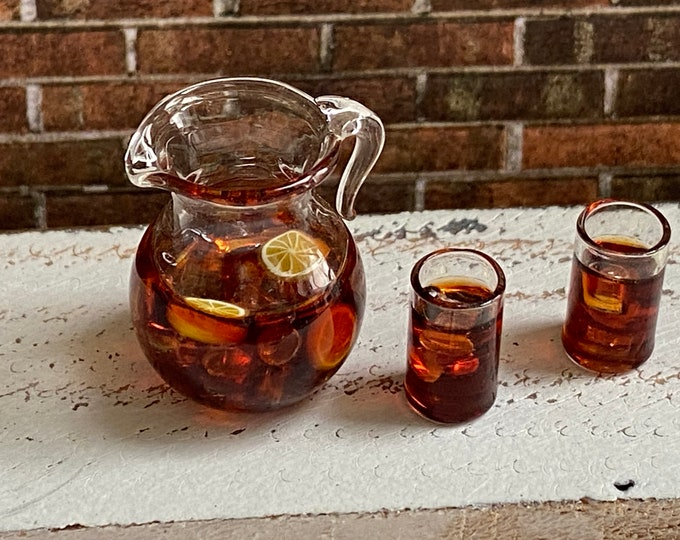 Miniature Ice Tea Set, 3 Pieces, Mini Pitcher and 2 Glasses with Ice and Lemon, Dollhouse Miniature, 1:12 Scale, Dollhouse Accessories