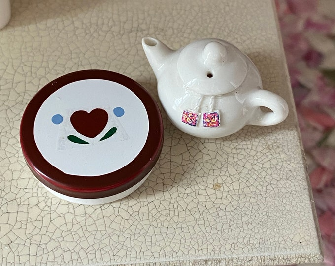 Miniature Tin, Round Heart Tin With Removable Lid, Mini Cookie Tin, Dollhouse Miniatures, 1:12 Scale, Dollhouse Accessory, Decor