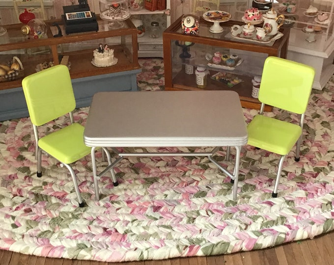 Miniature Retro Kitchen Table and Green Chair Set, 1950's Style Table and Chairs, Dollhouse Miniature Furniture, 1:12 Scale, Kitchen Set
