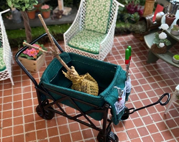Miniature Black Metal Wagon with Green Cover, Dollhouse Miniature, 1:12 Scale, Mini Cart Wagon, Dollhouse Mini