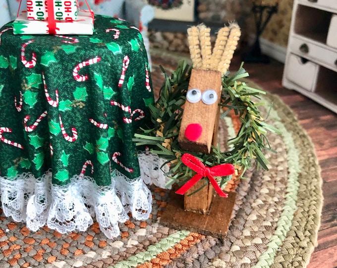 Miniature Wood Reindeer Wreath Holder, Mini Wood Reindeer, Dollhouse Miniature, 1:12 Scale, Dollhouse Holiday Decor, Mini Deer Wreath