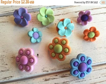 """SALE Flower Buttons, Novelty Button Assortment Package, """"Bouquet Beauties"""" by Buttons Galore Style 4224, Shank Back Buttons, Embellishments"""
