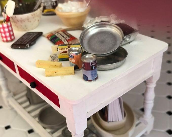 Miniature Aluminum Layer Cake Pans, Set of 2, Dollhouse Miniature, 1:12 Scale, Dollhouse Kitchen Accessory, Miniature Baking
