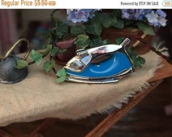 SALE Miniature Metal Iron, Blue Iron, Dollhouse Miniature, 1:12 Scale, Dollhouse Decor Accessory, Mini Iron