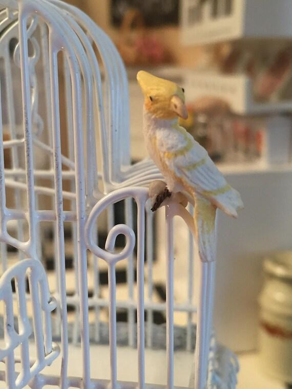 DOLLHOUSE 1:12 Miniature Yellow and White Lutina Cockatoo Bird