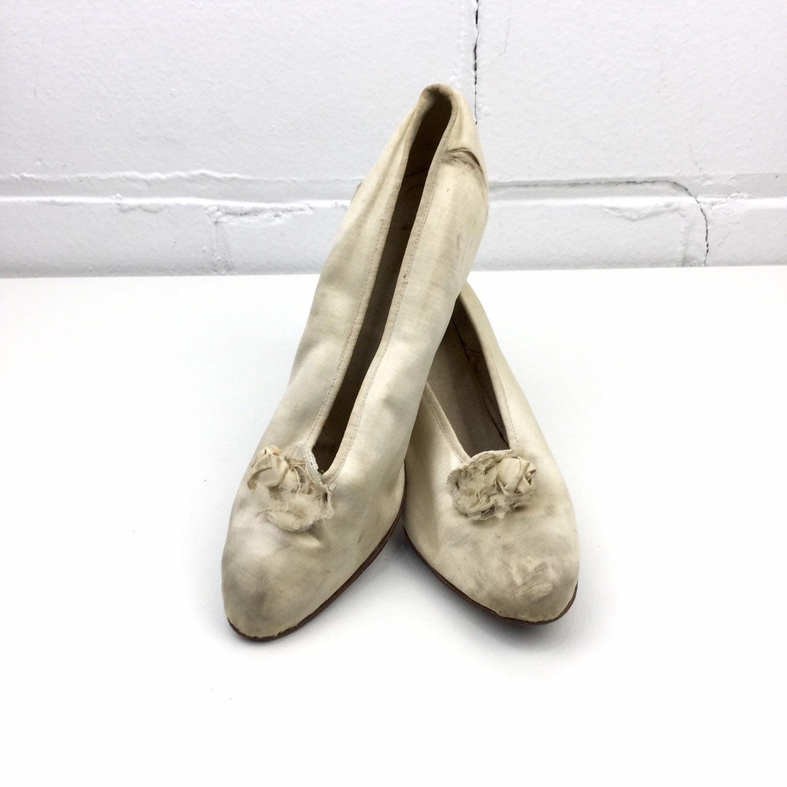 Vintage 1910s Satin Mid Height Heels with Flower Decorations, Edwardian Louis Style Slip On Pumps, Antique High Heel Bridal Shoes
