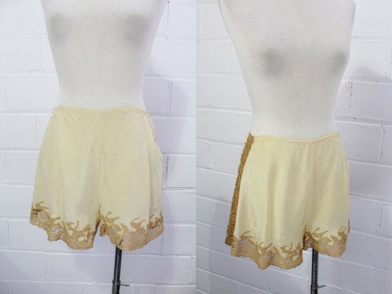 Antique 1930s/40s Beige Silk and Lace Tap Shorts,
