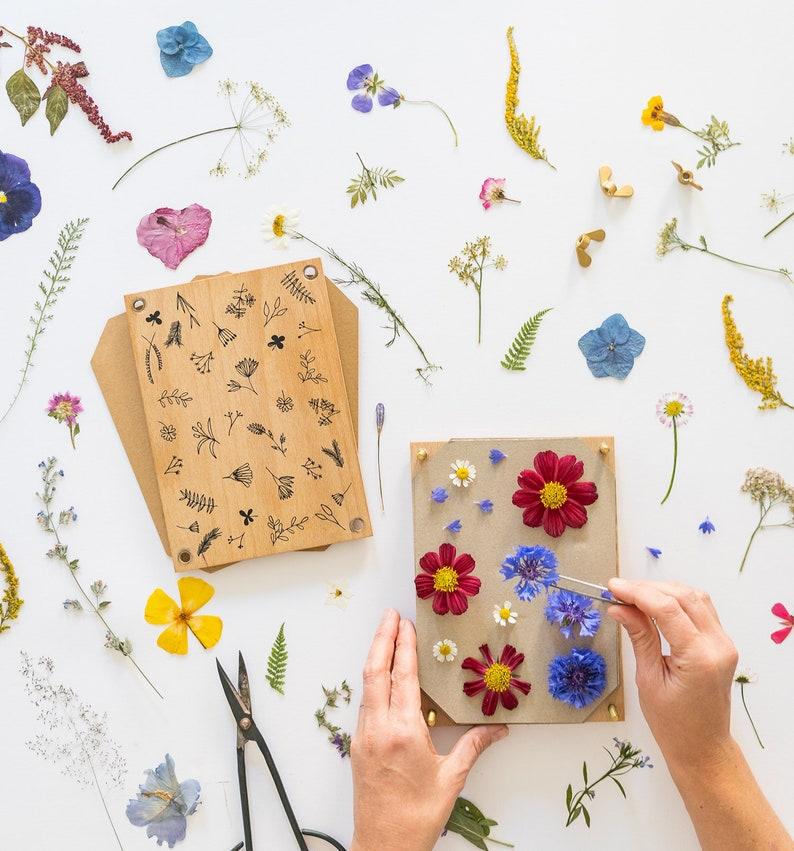 Flower press by STUDIO KARAMELO on Etsy.