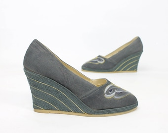 d2b1ca998fa Vintage 70 s Butterfly Wedges Shoes Pumps Wedge Heels Embroidered Fabric  1970s 7.5 Hippie Boho Disco Blue Gray