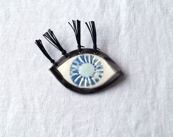Eye brooch, tassel eyelashes porcelain EYE-LIGHT