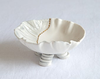 RUCHED No1 small freeform porcelain bowl, three feet, grey white gold lustre